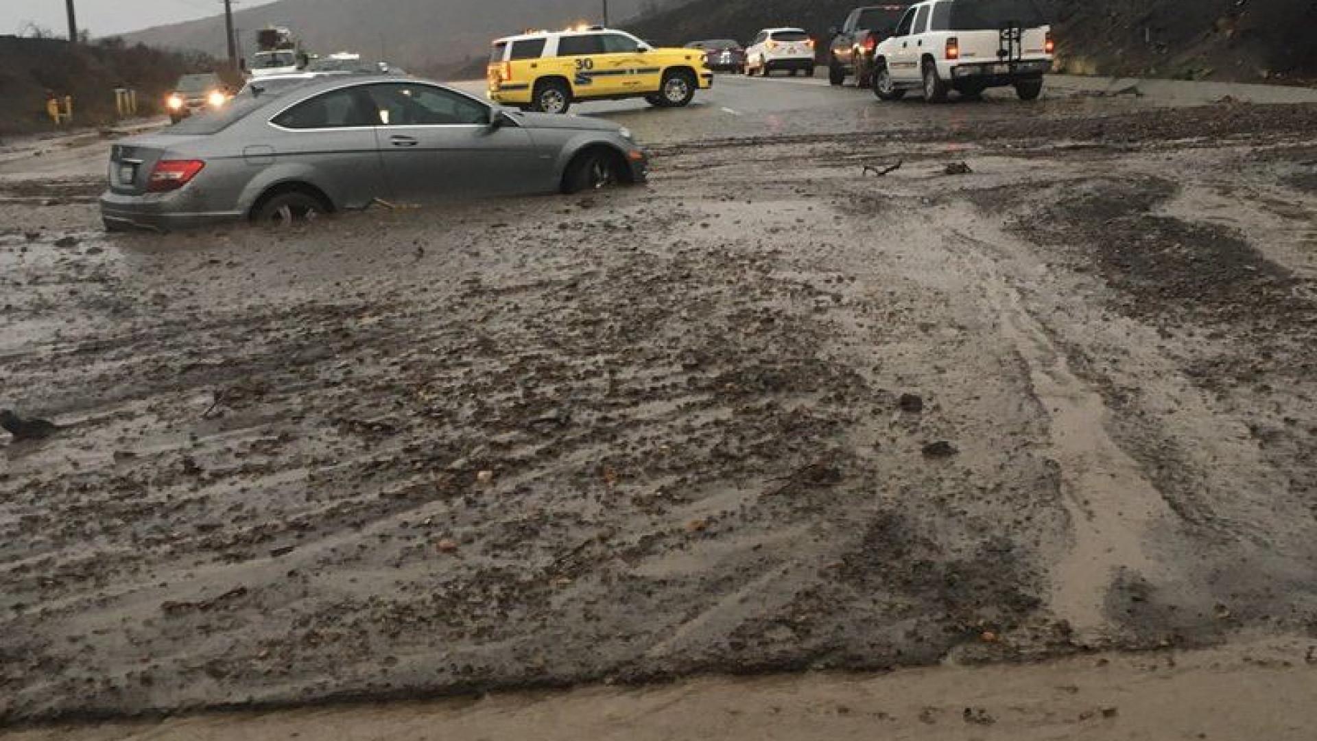 Depois dos fogos, a chuva forte provoca deslizamentos de terras em Malibu