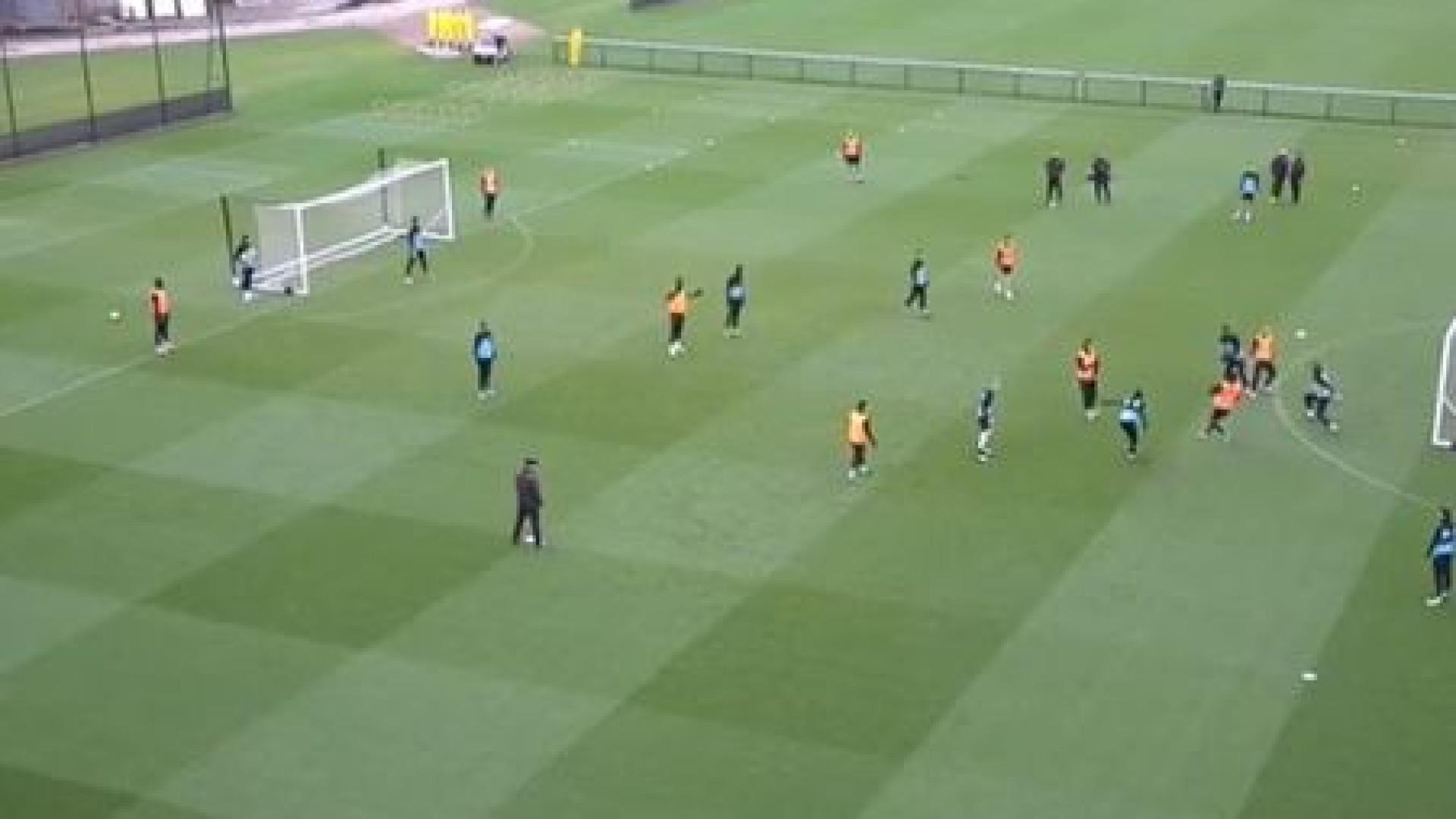 Jogador do Aston Villa brilha no treino com 'rabona' impressionante