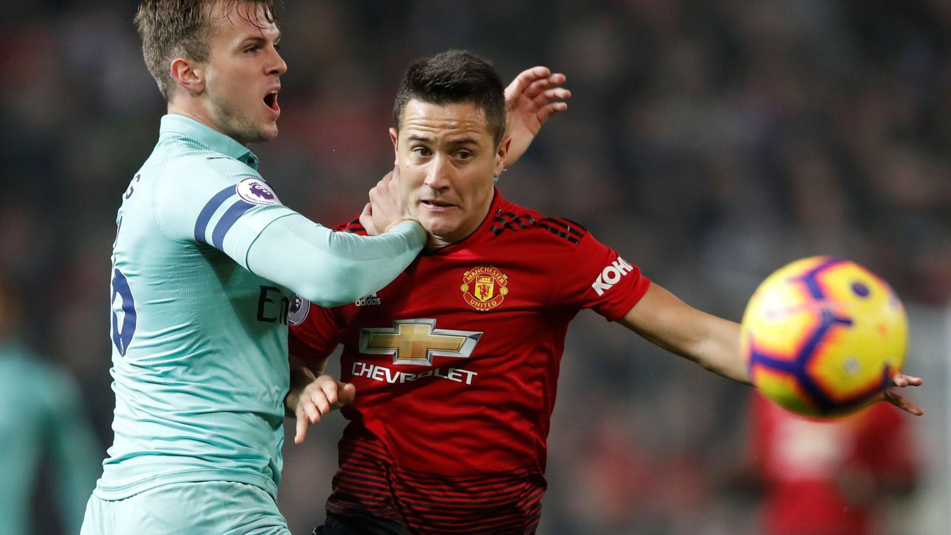 """Scholes atira-se a jogador do Manchester United: """"Não deveria jogar"""""""