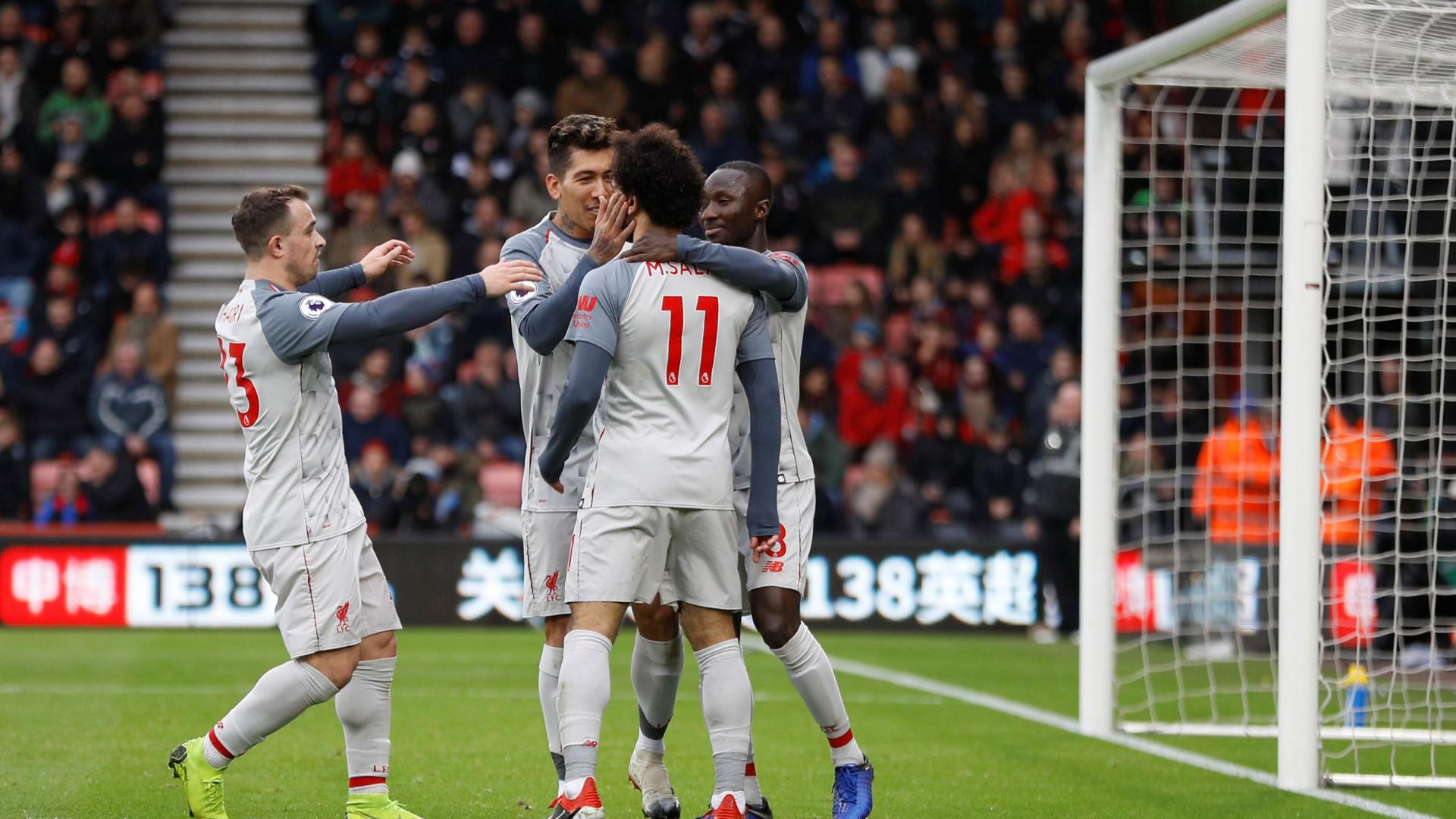 Liverpool goleia e assiste ao Chelsea-Manchester City de 'cadeirão'