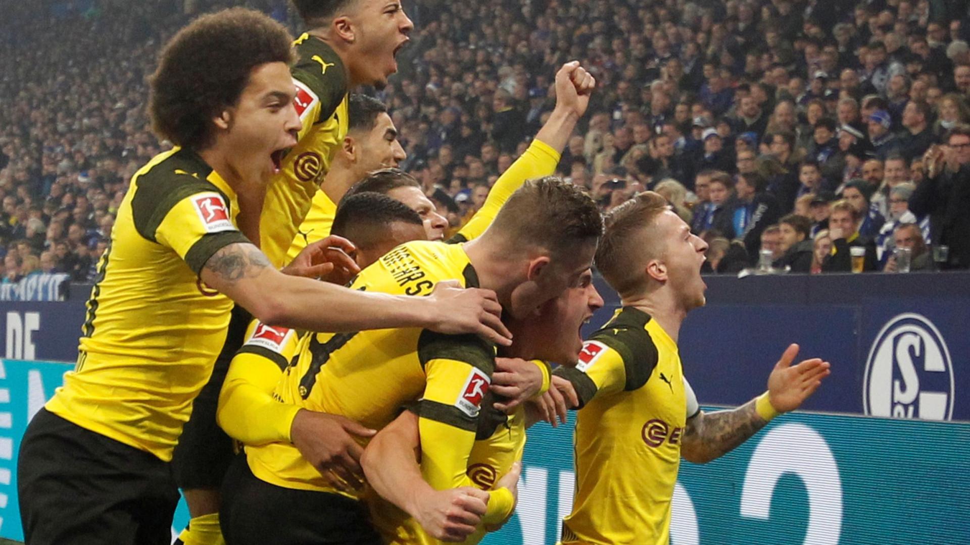 Líder Dortmund sofre mas vence Schalke 04, Bayern provisoriamente segundo