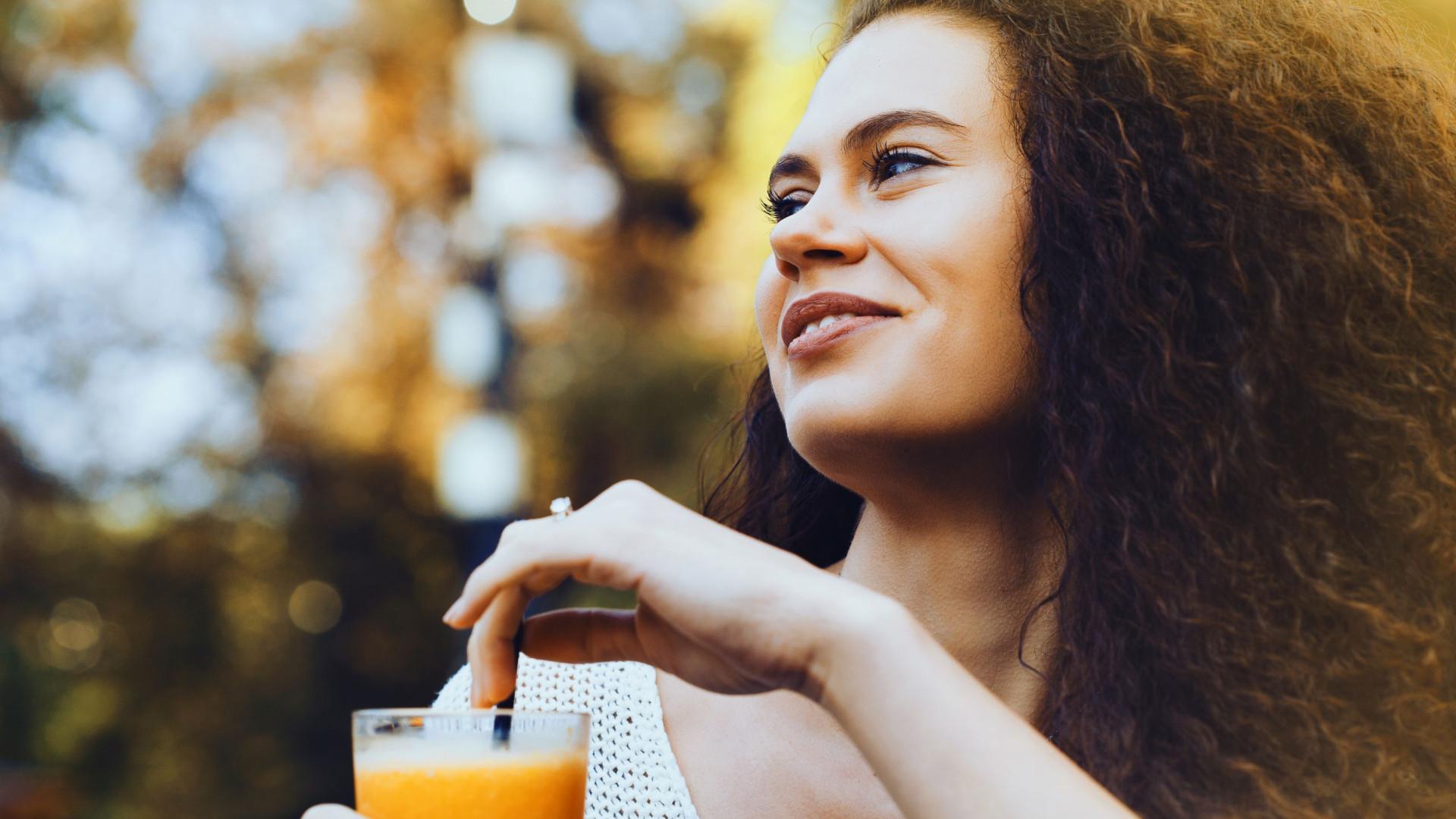 Um copo de sumo de laranja por dia reduz risco desta doença em 50%
