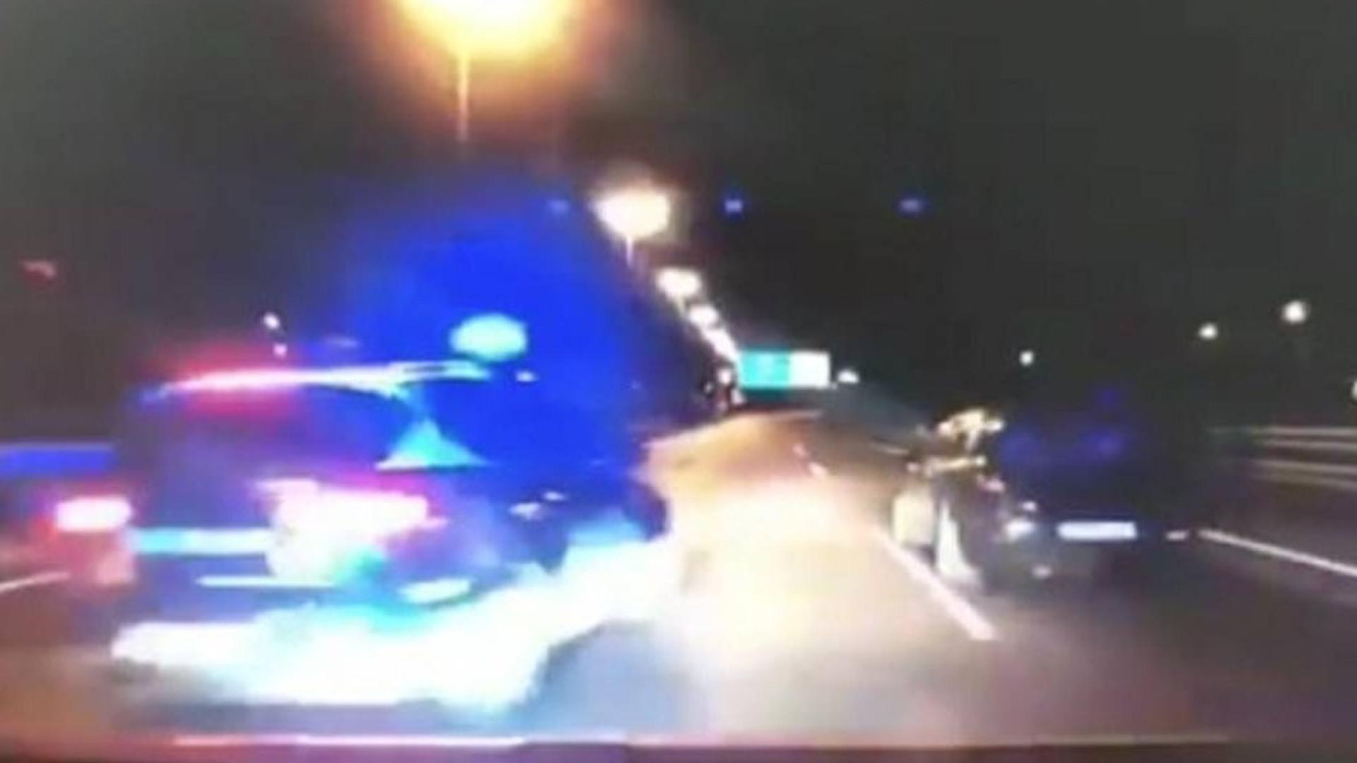 Polícia espanhola põe fim a perseguição de carro com manobra espetacular