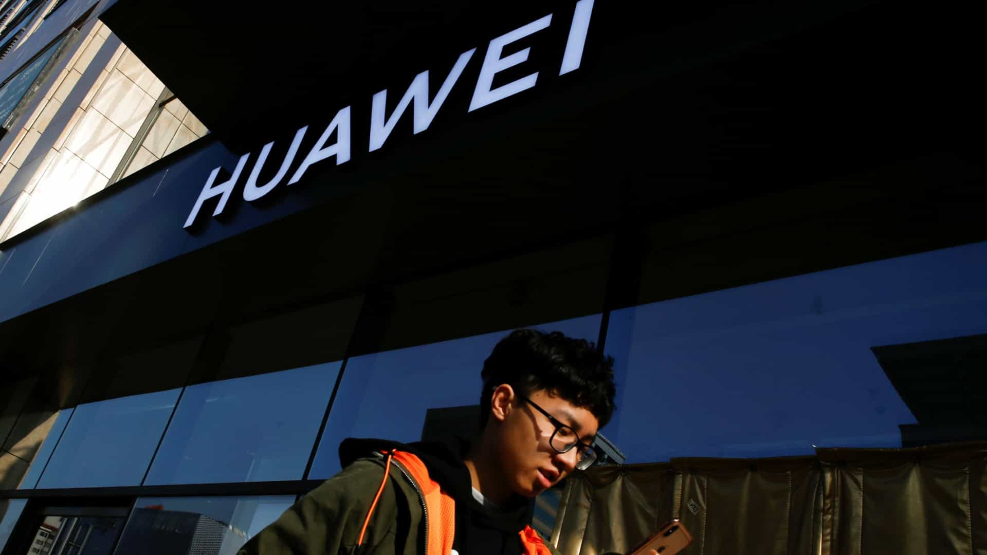 Huawei vai gastar 2.000 milhões de dólares em segurança nos próximos anos
