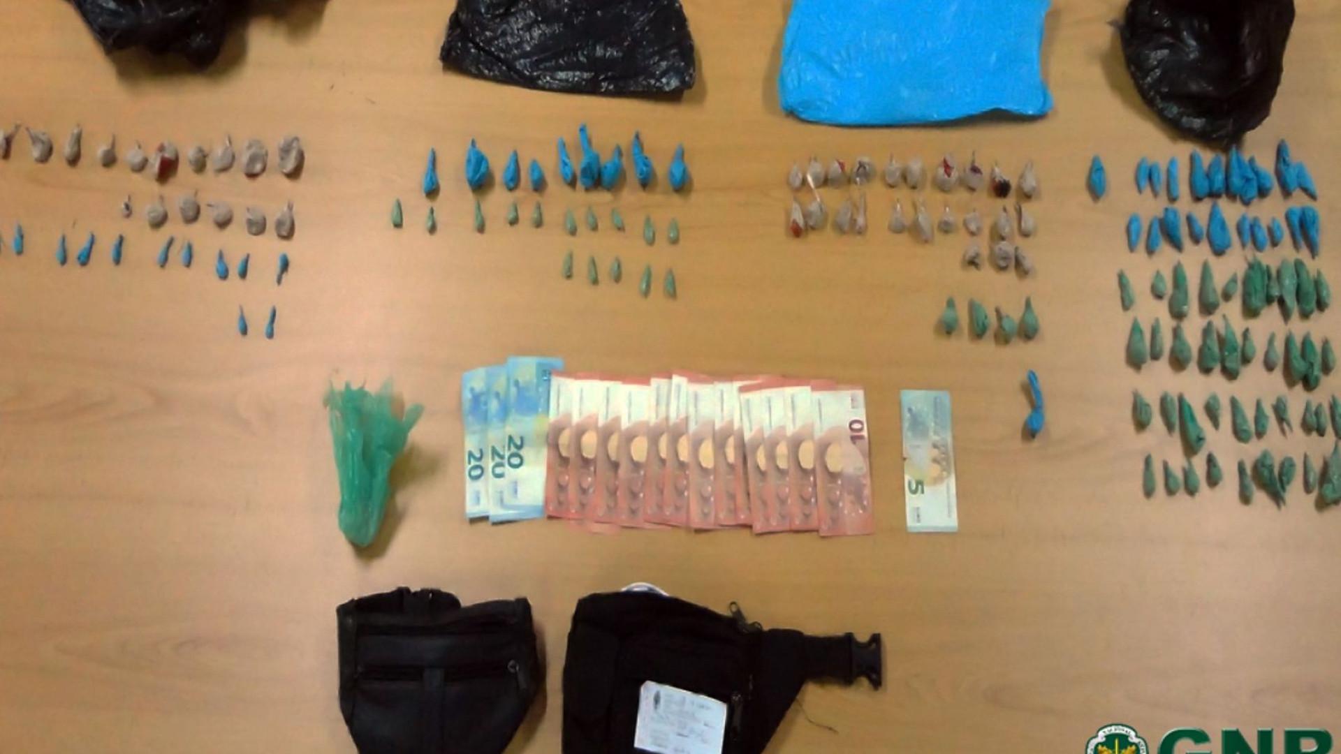 GNR apanha dois homens com quase duas mil doses de heroína
