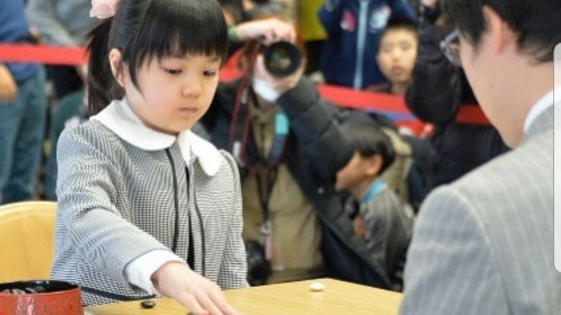 Eis a mais jovem profissional de jogo de estratégia de sempre no Japão