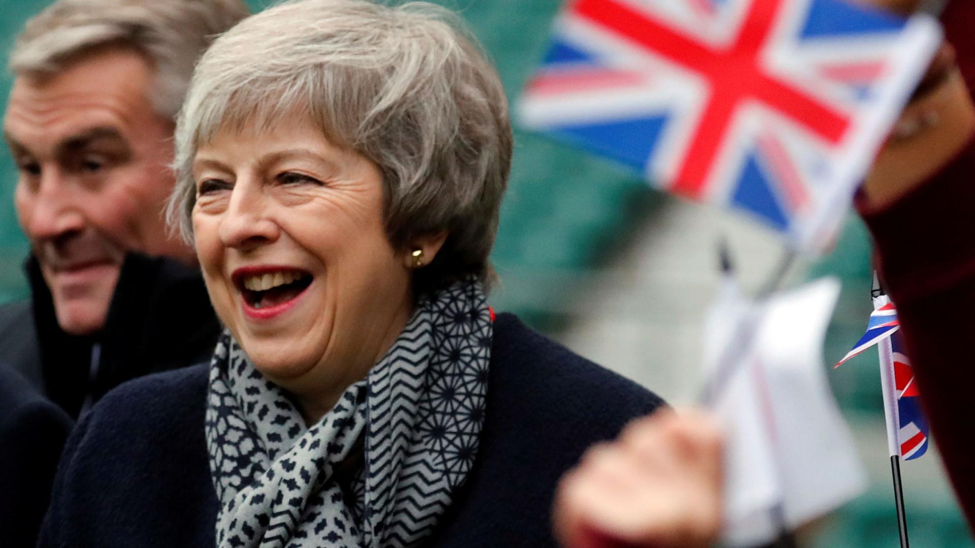 "Bruxelas está a refletir sobre ""garantias adicionais"" pedidas por May"