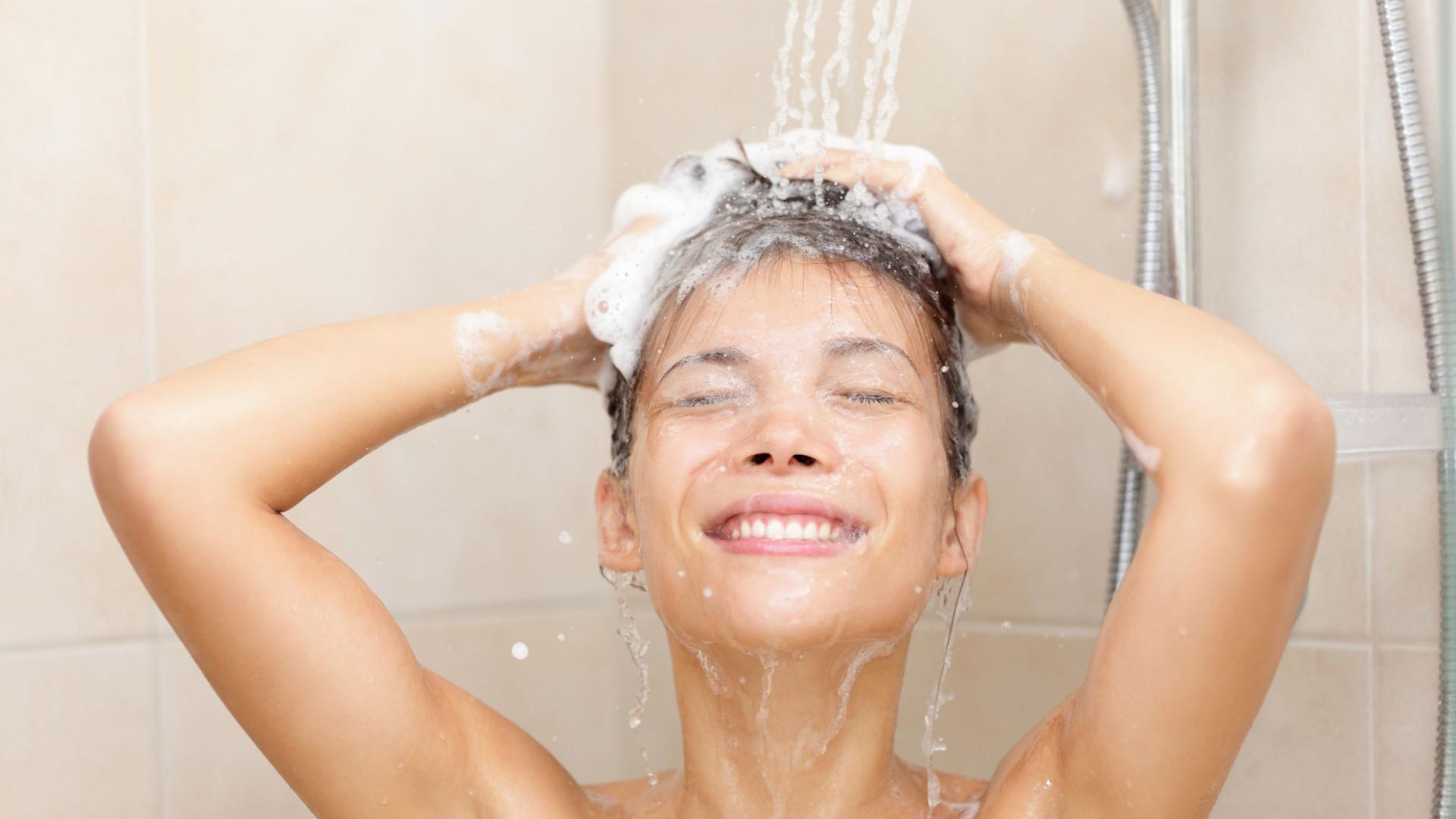 O leitor perguntou: Quantas vezes por semana devo lavar o cabelo?