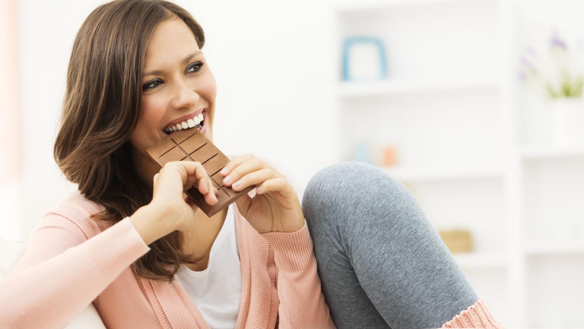Estudo diz que chocolate faz melhor à tosse do que xarope. Sim, por favor