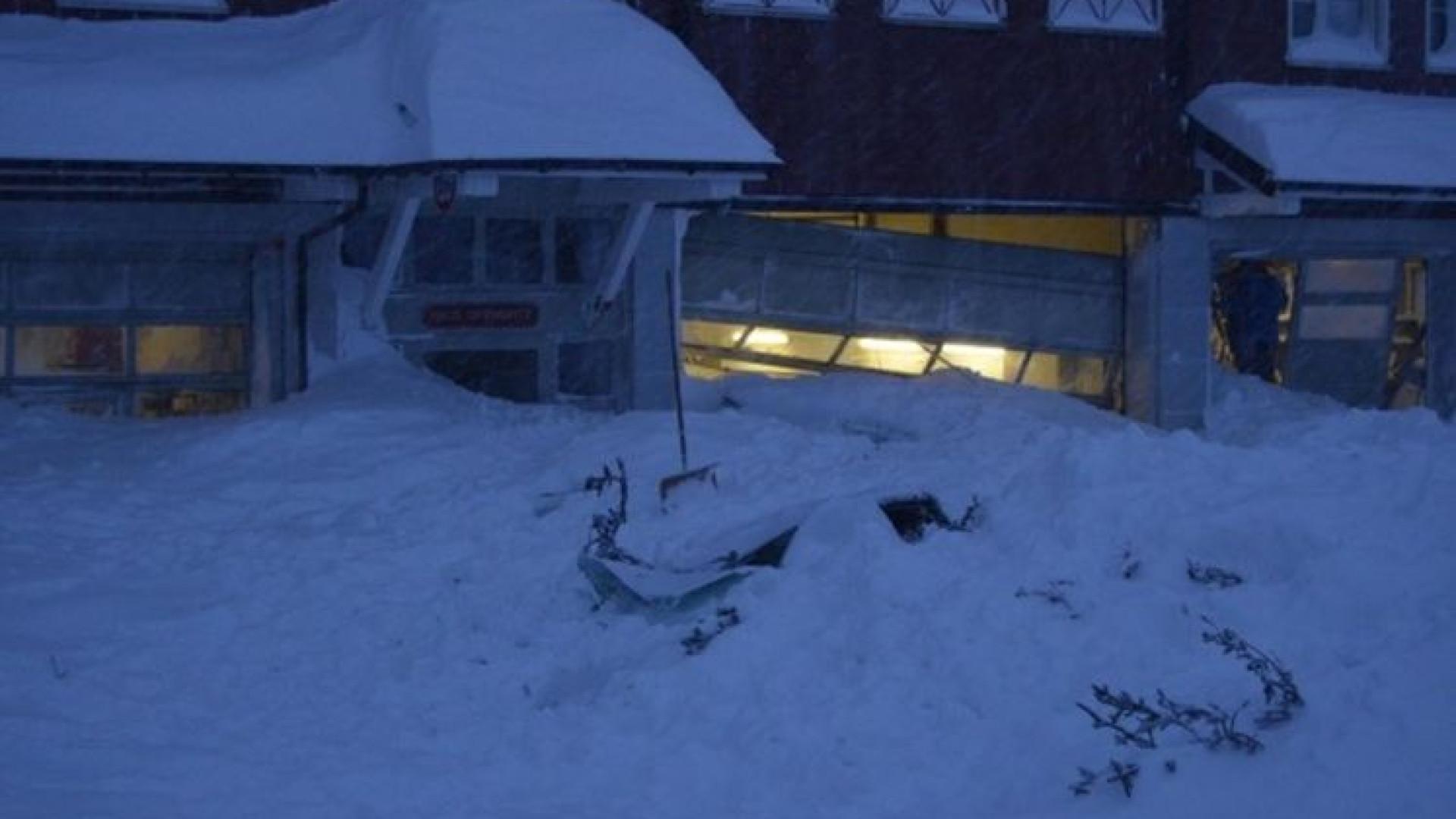 Avalancha atingiu hotel na Suíça e feriu três pessoas