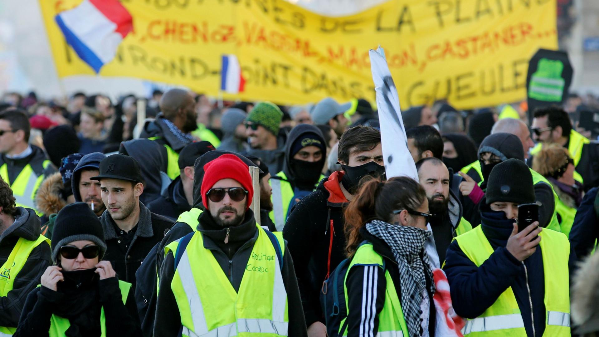 Manifestações do movimento Coletes Amarelos com cerca de 32 mil pessoas