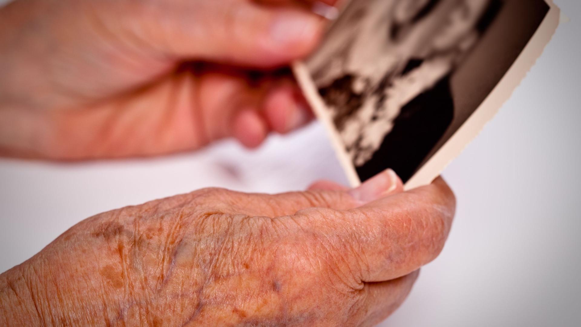 Demência: O que é, sintomas e como difere da doença de Alzheimer?