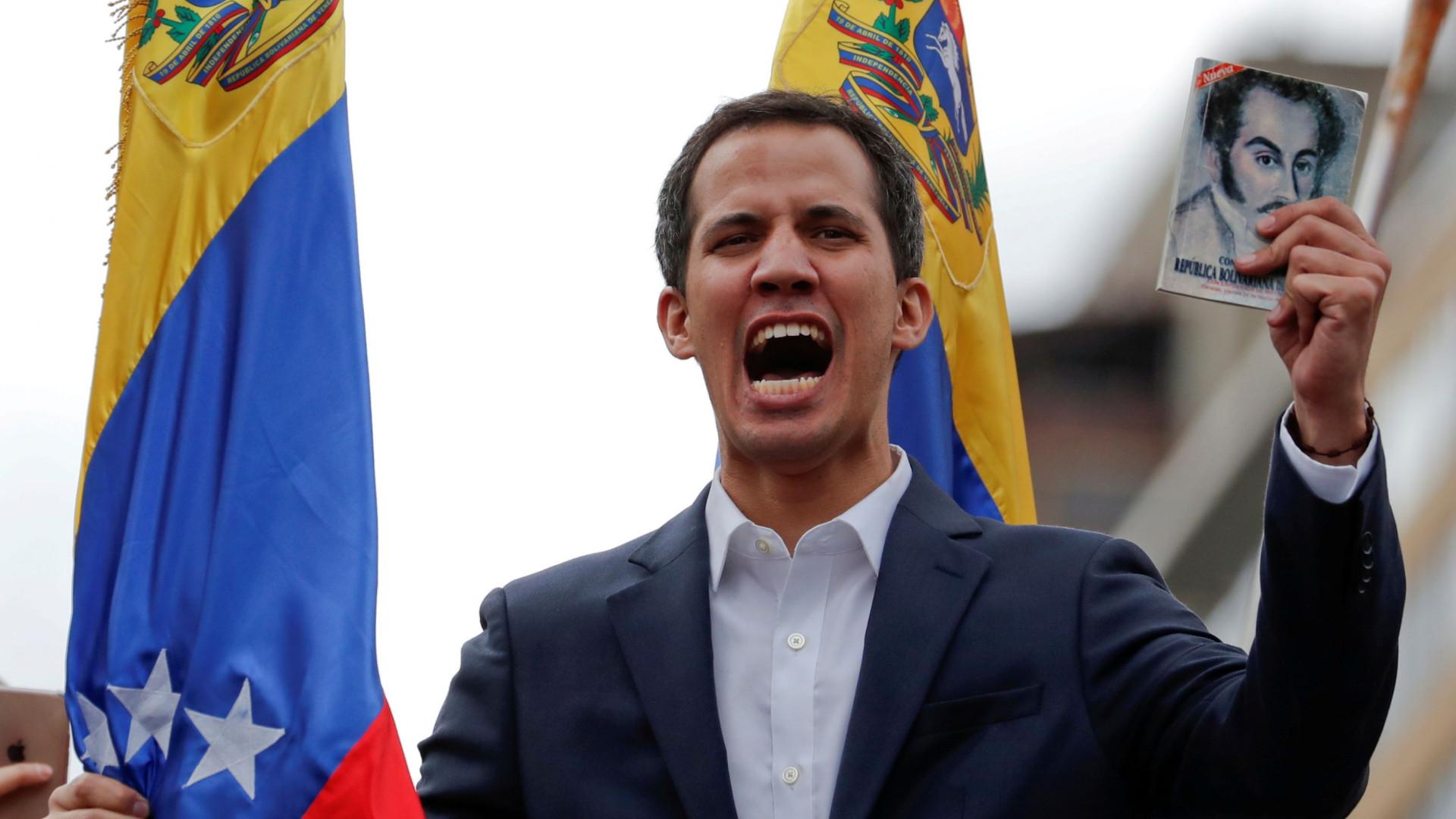 Guaidó anuncia que ajuda humanitária entrará no país a 23 de fevereiro