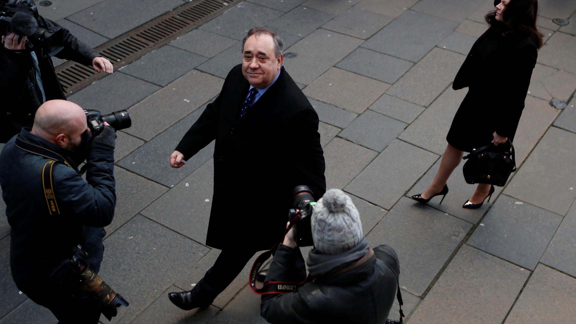 Antigo primeiro-ministro da Escócia detido e acusado