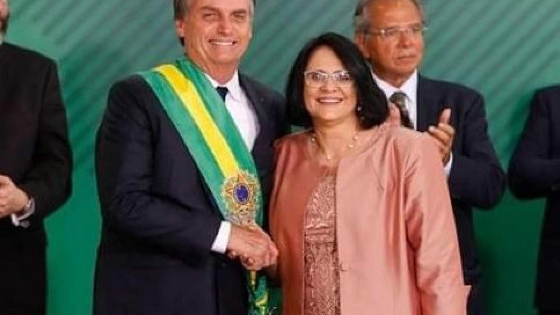 Polémica ministra de Bolsonaro terá mentido sobre títulos académicos
