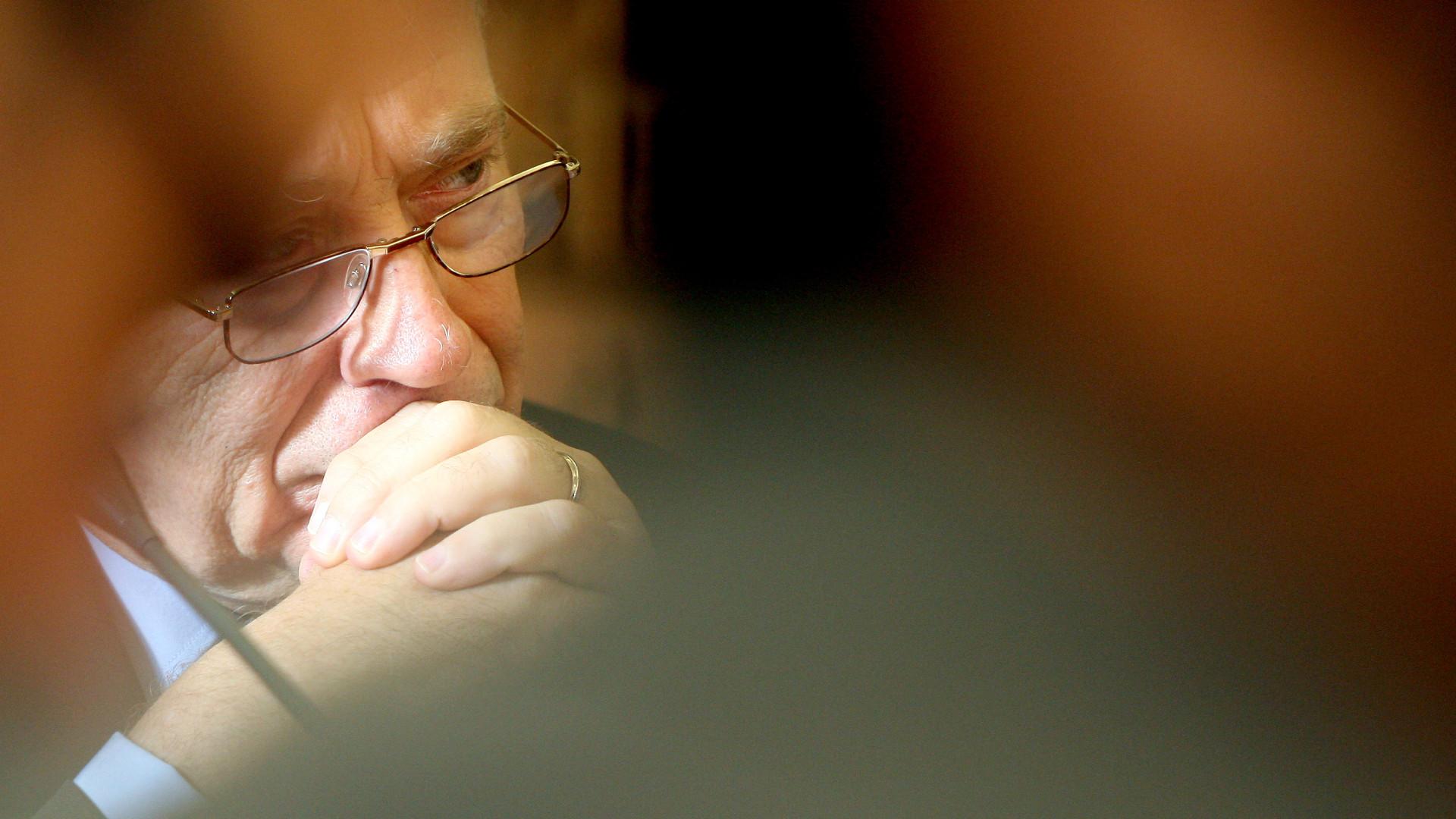 Carlos Costa antecipou-se, mas 'caiu' no olho do furacão CGD. E agora?