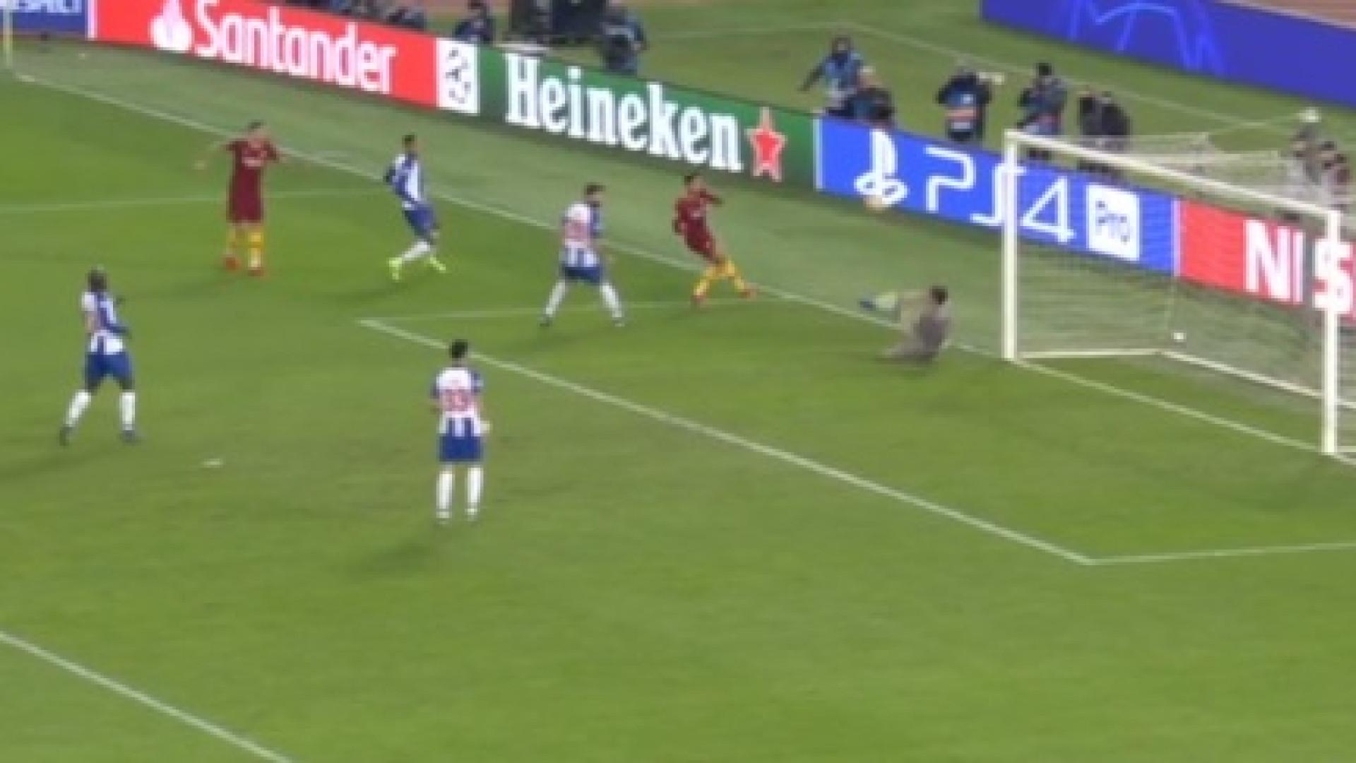 """""""Paradón"""". Espanhóis rendidos a esta defesa de Casillas com... a cara"""
