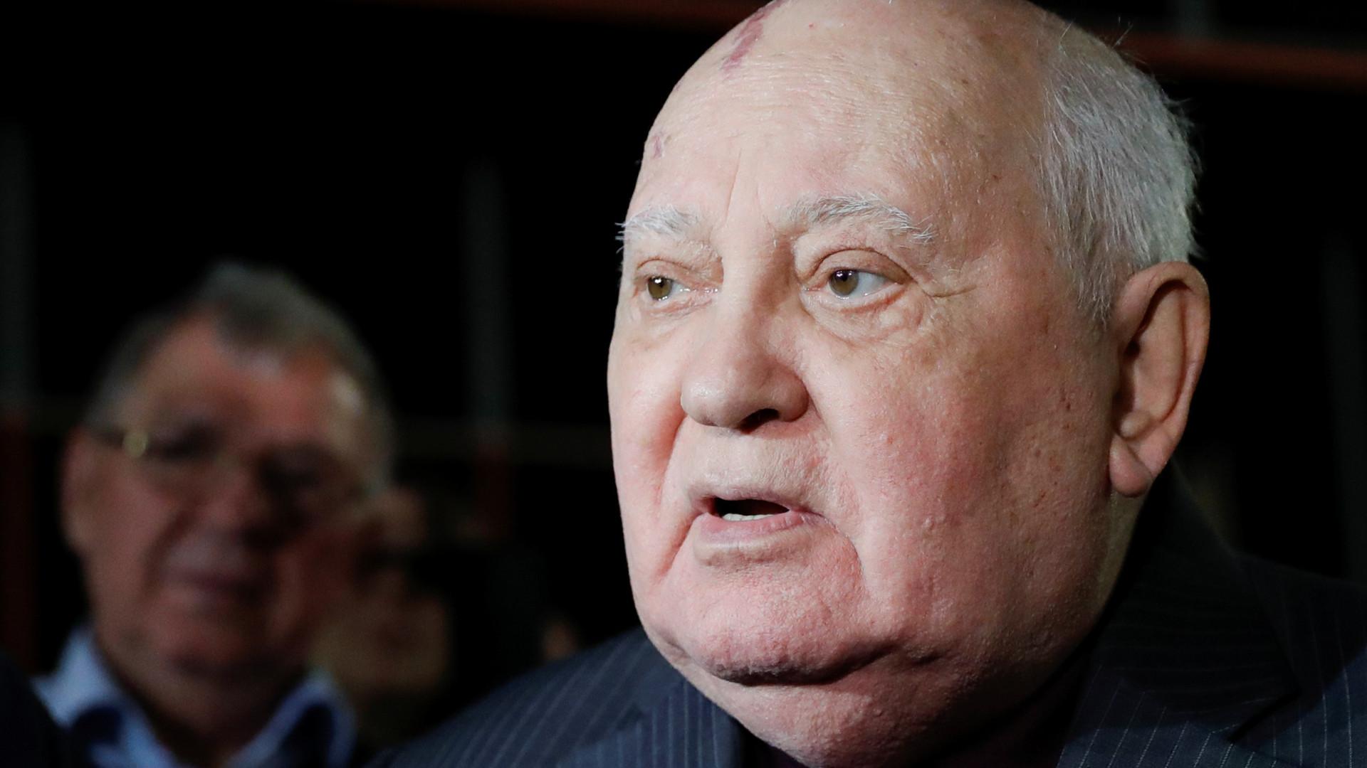 """Mikhail Gorbachev acusa EUA de quererem """"superioridade militar absoluta"""""""