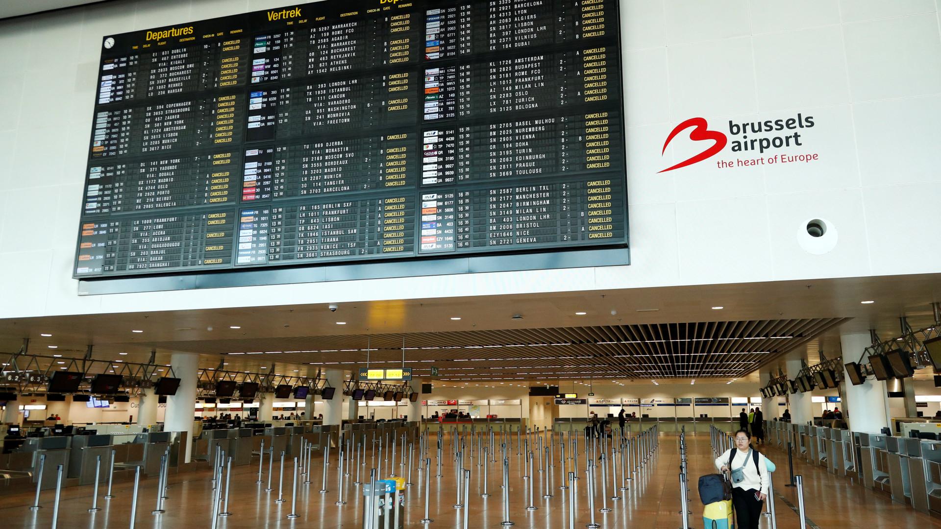 Bélgica em marcha lenta com espaço aéreo fechado e transportes parados