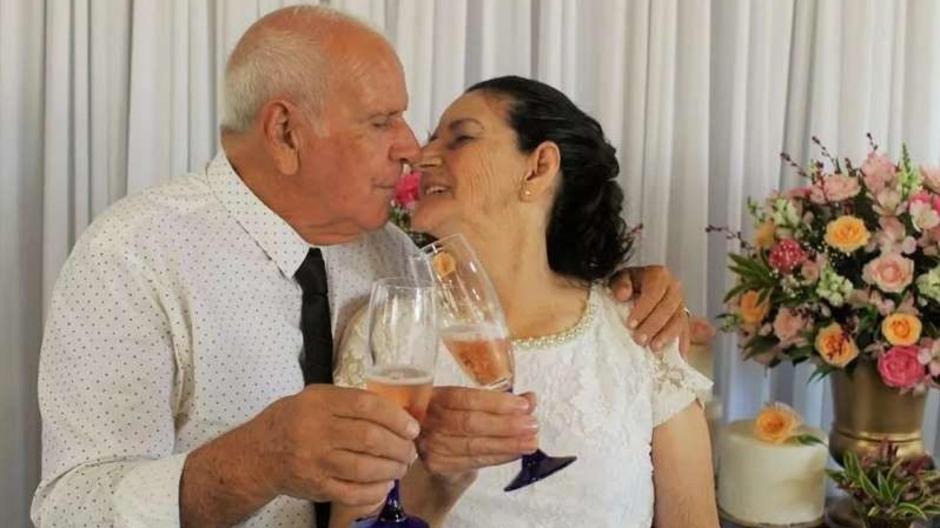 Casal de idosos casa-se depois de se conhecerem no Tinder