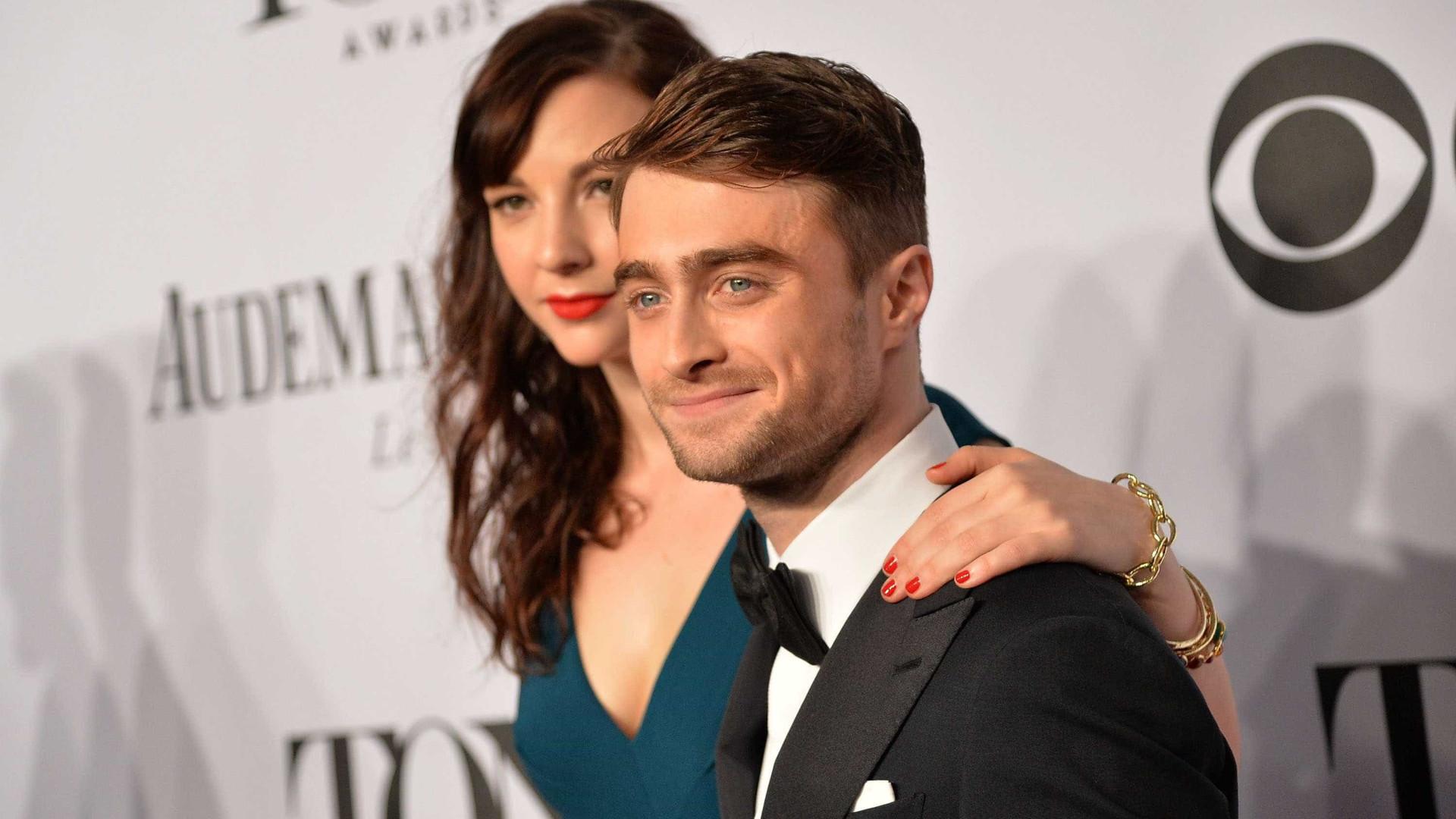 Daniel Radcliffe revela que conheceu namorada durante cena de sexo