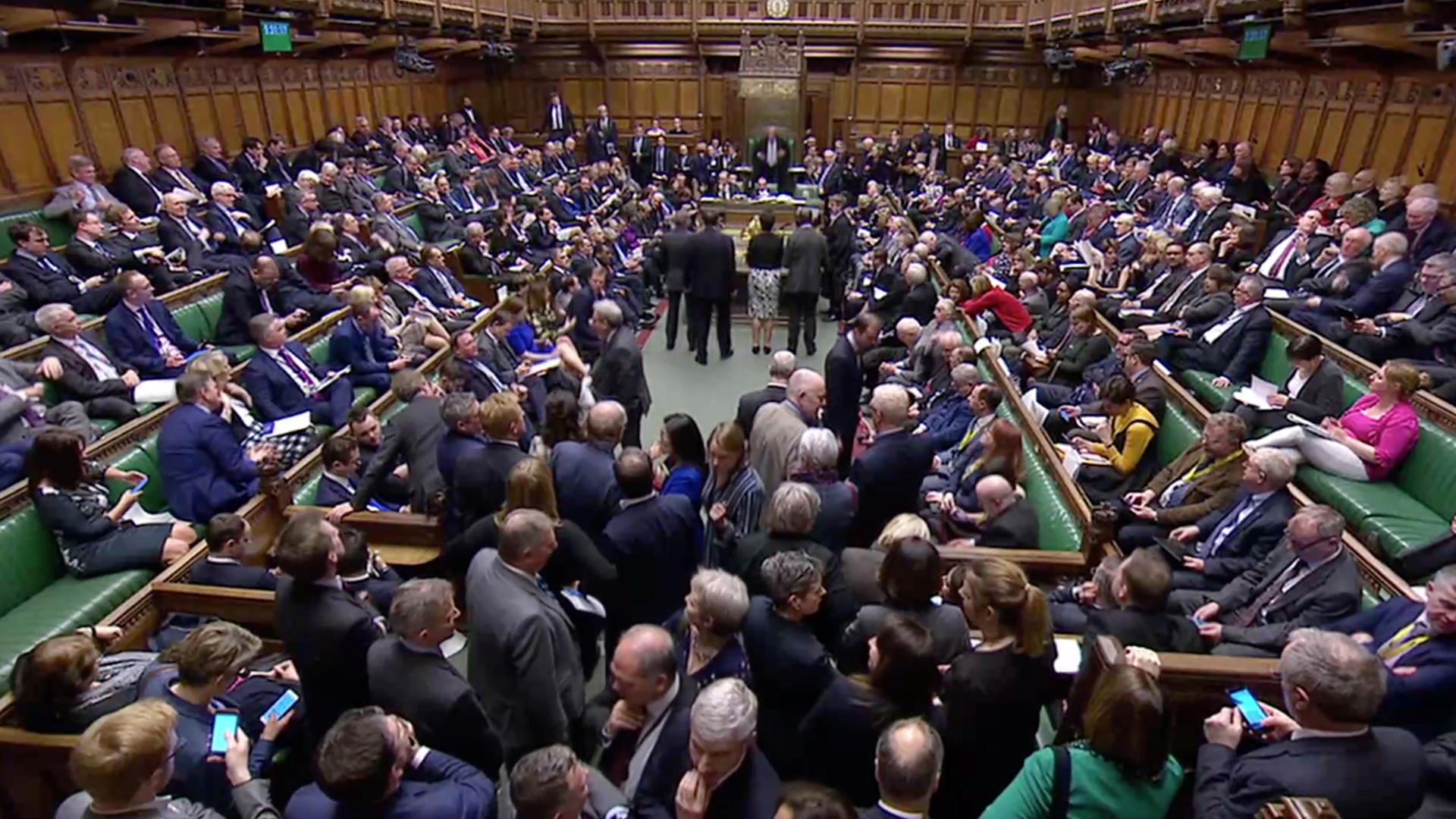 Parlamento britânico aprova adiamento do Brexit até final de junho