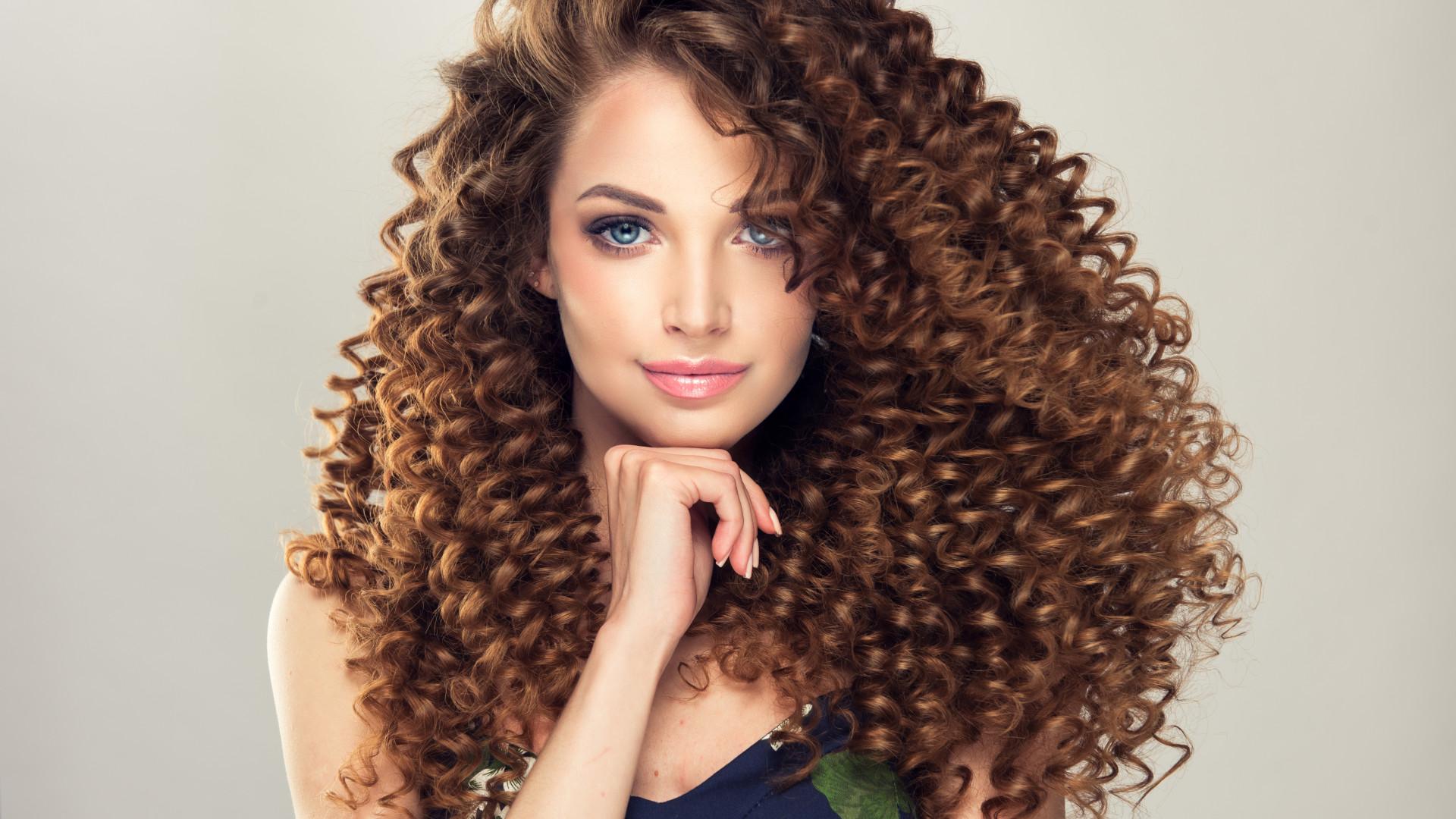 Descubra como a aplicação de vinagre de maçã ajuda o cabelo a crescer