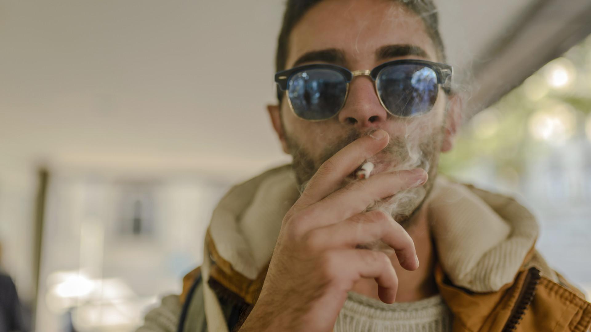 Fuma 'apenas' um cigarro por dia? Os riscos não são poucos...