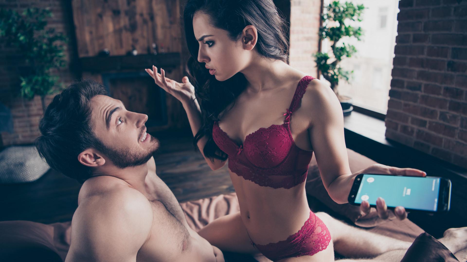 Sexo virtual é traição? Videochamada é meio favorito para sexo na Net
