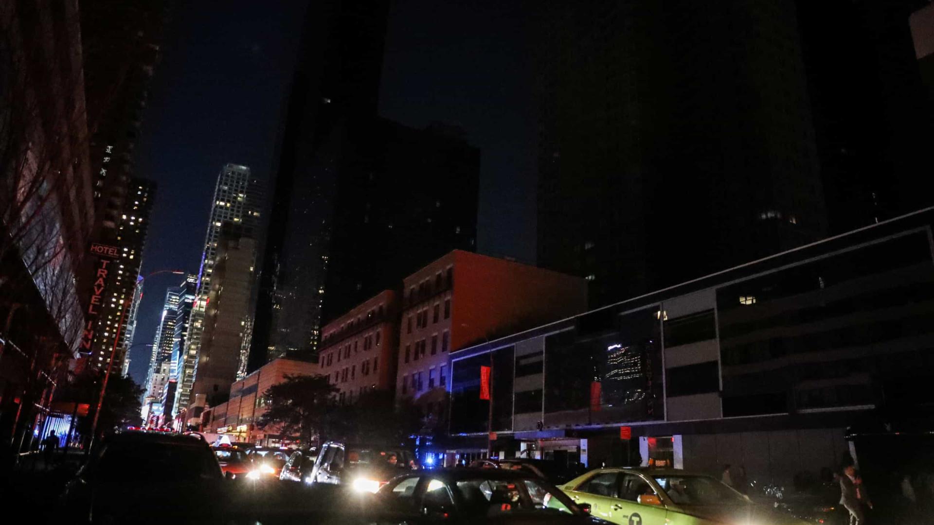 Falha de energia deixa parte de Nova Iorque às escuras