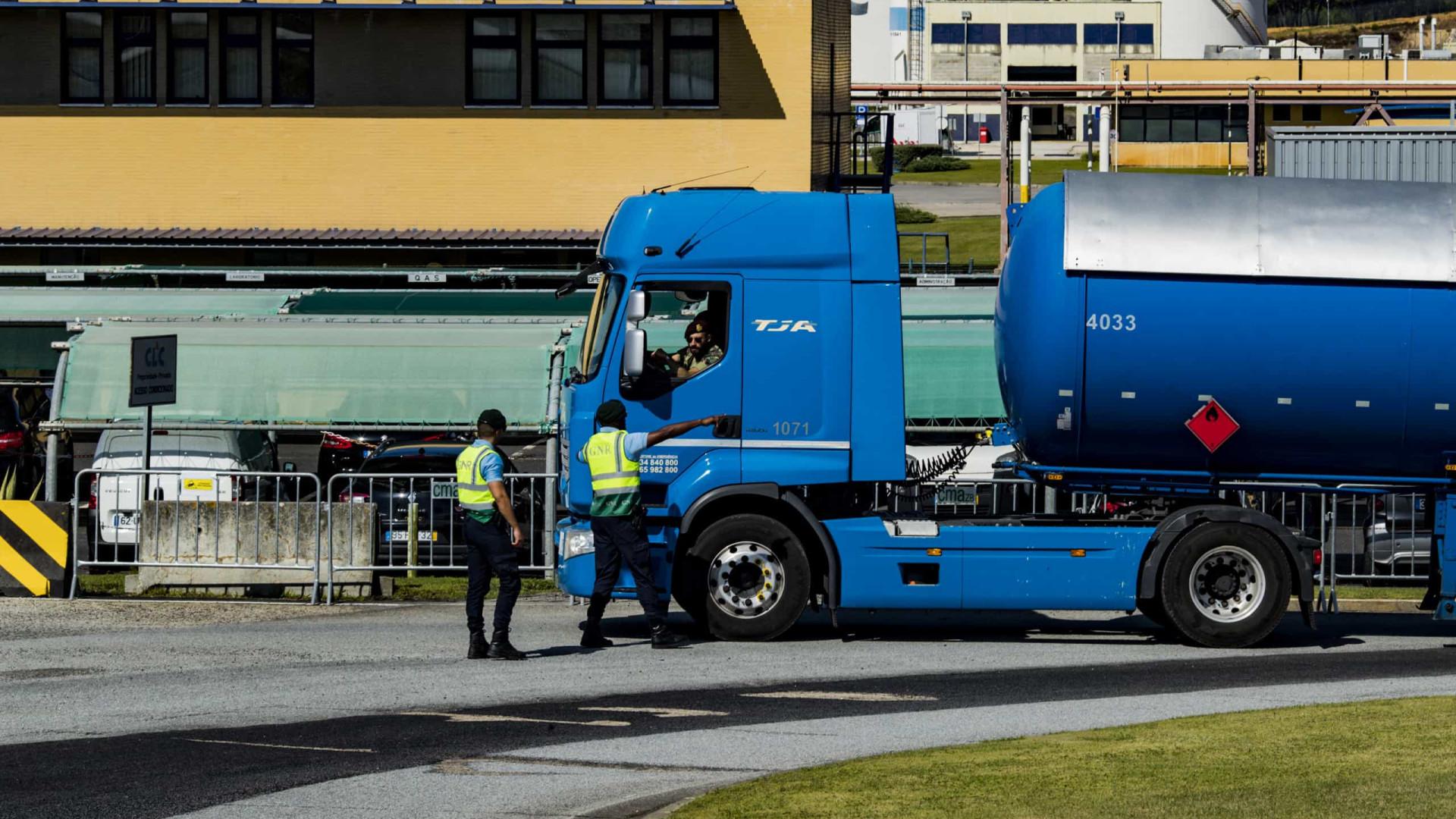 Militares ao 'comando' dos camiões cisterna. As fotos que marcam a greve