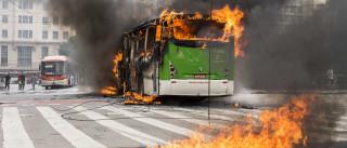 Ataques a autocarros e a escolas em véspera de eleições no Brasil