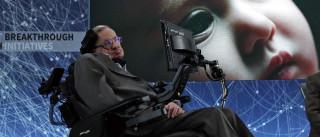 Astrofísico Stephen Hawking surge em holograma em Hong Kong