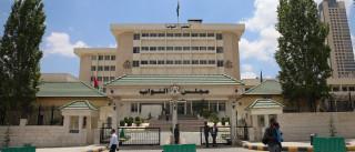 Escritor Nahed Hattar assassinado frente ao tribunal onde era julgado