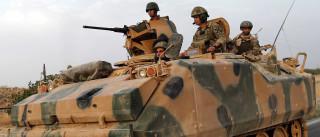 Turquia bombardeia posições das milícias curdas no norte da Síria