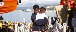 Resgatadas 2.400 pessoas e sete cadáveres no mar ao sul de Itália