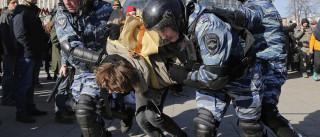"""EUA condena detenção de """"centenas de manifestantes pacíficos"""" na Rússia"""