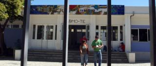 Trabalhadores não docentes e alunos protestam junto ao Ministério