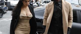Kim Kardashian acompanhou o marido no funeral do primo bebé