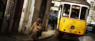Polícia de folga salva turistas de assalto ao prender carteirista idoso