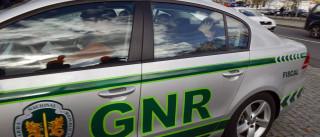 Mulher morre atropelada após colisão entre dois veículos