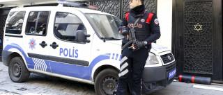 Turquia: Sobe para 11 o número de polícias mortos em ataque a esquadra