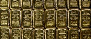 Ouro regressa ao vermelho com pressão do dólar a sentir-se