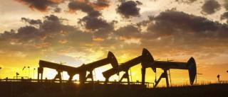 Petróleo esquece tropeção e volta às subidas