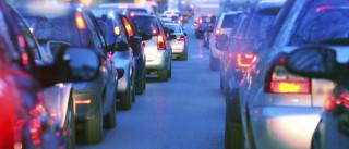 Rotura de conduta deixa trânsito condicionado na calçada de Carriche