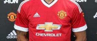 Camisola de Ibrahimovic já causa polémica em Manchester