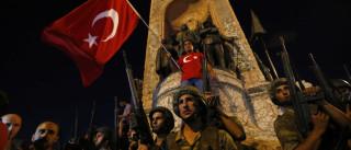 Mais dois militares turcos pedem asilo à Grécia