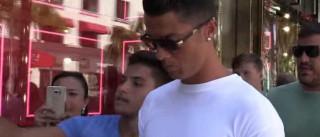 Cristiano Ronaldo empurra fã que queria tirar selfie