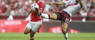 Gonçalo Guedes observado por 'tubarão' na Eusébio Cup