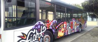 Graffiti num autocarro é vandalismo? Nestes são arte